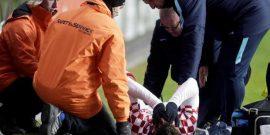 プヤカ、代表戦で左膝を負傷